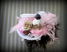 Neopolitan Chocolate Pink Yummy Cupcake Mini Top Hat от ChikiBird
