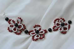 final look of the red pearl flower bracelet