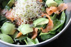 Spinazie salade met gerookte zalm