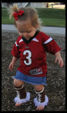 For those dads that love fball but have a little girl! I love the leg warmers! Nicolosi will you make these leg warmers for my hope chest! My Little Girl, Little Babies, My Girl, Cute Babies, Baby Kids, Toddler Girl, Do It Yourself Baby, Baby Fever, Future Baby
