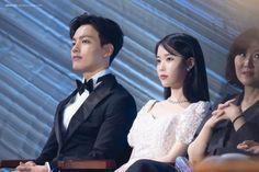 "𝑩𝒍𝒖𝒆𝒘𝒊𝒏𝒈 on Twitter: ""190501 아이유 백상예술대상 본식 샘플 (심장이 너무 빨리 뛰는데... 털썩..)… "" Korean Actresses, Korean Actors, Actors & Actresses, Korean Dramas, Full Hd Photo, Photo And Video, Iu Moon Lovers, Jin Goo, Kdrama Memes"