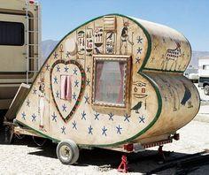 Painted tiny trailer - vintage camper - caravan <O> Used Campers, Little Campers, Retro Campers, Cool Campers, Rv Campers, Happy Campers, Vintage Campers, Vintage Motorhome, Custom Campers