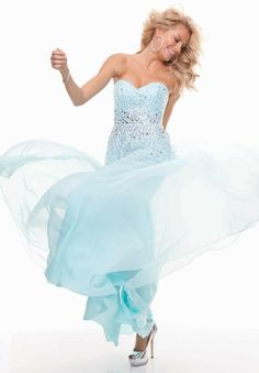 Prom is JUST around the corner! After spending all your money on the perfect dress you can SAVE money AND have the BEST looking nails! Jamberry Nails has the PERFECT wrap to match your dress! Beautiful Party Dresses, Beautiful Gowns, Pretty Dresses, Sexy Dresses, Evening Dresses, Fashion Dresses, Prom Dresses, Wedding Dresses, Formal Dresses