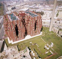 Apartment Building in Spain. AD Classics: Walden 7 / Ricardo Bofill