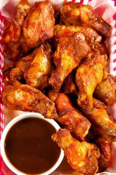 A csirkeszárny filléres, de isteni alapanyag: 14 kedvenc receptünket szedtük egy csokorba - Gasztro | Sóbors Wok, Chicken Wings, New Orleans, Grilling, Crickets, Buffalo Wings