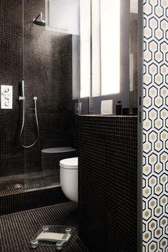 Contemporaines, colorées ou plus classiques, ces petites salles de bains ont toutes un point commun : elles redoublent d'astuces. En plus, souvent équipées d'une douche à l'italienne ou d'une douche design, elles sont élégantes et pleinement dans la tendance déco...