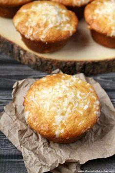 These Pineapple Coconut Muffins have a tropical flavor and they are very easy to make - no mixer required! A tasty idea for breakfast or an afternoon snack. white christmas,breakfast and brunch Pineapple Muffins, Pineapple Dessert Recipes, Pineapple Coconut Cupcakes, Pineapple Recipes Healthy, Pineapple Bread, Crushed Pineapple, Coconut Recipes, Muffin Recipes, Brunch Recipes