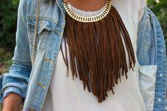 Da estilo a tu look mediante un collar de flecos boho