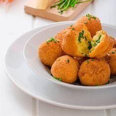 O bolinho de frango com batata doce é assado no forno (Foto: Divulgação)