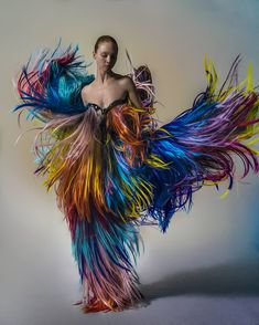 Weird Fashion, Look Fashion, Fashion Art, Editorial Fashion, Womens Fashion, Fashion Design, Rainbow Fashion, Maquillage Halloween, Fantasy Costumes