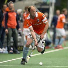 Teun de Nooijer neemt met EHL titel met zijn club Bloemendaal afscheid van zijn geliefde sport -  'Mooier kan het niet'