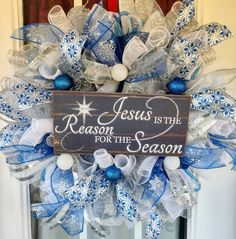 Christmas Wreaths For Front Door, Christmas Mantels, Christmas Ribbon, Christmas Items, Holiday Wreaths, Winter Wreaths, Christmas Decorations, Dyi Crafts, Diy Craft Projects