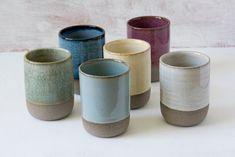 Koffie cadeau, set van 6 keramische tumblers in 6 verschillende kleuren, 10 fl. Pottery Mugs, Pottery Bowls, Ceramic Pottery, Pottery Store, Pottery Ideas, Coffee Gift Sets, Coffee Gifts, Coffee Mugs, Cerámica Ideas