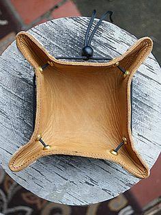 Custom Leather Valet Trays-Vvego http://www.vvego.com/product/custom-valet-desk-tray/ #valettrays #customleather #vvegogear #edc #coolgiftsforguys #valentinegiftsforhim