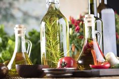 Flavored olive oils can be a great way to add flavor to marinades and dressings. Here are some things to keep in mind if you plan to make infused oils at home. Flavored Olive Oil, Flavored Oils, Infused Oils, Types Of Olives, Cold Meals, Drying Herbs, Stuffed Hot Peppers, Fresh Herbs, Homemade Gifts