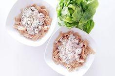 Gesunde Clean Eating Rezepte: Lachs Vollkornnudeln mit Skyr Soße. Schnell und einfach.