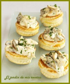 Chicken and Mushroom Volovanes Appetizers For Party, Appetizer Recipes, Party Food Catering, Catering Ideas, Wedding Catering, Quiches, Sandwich Bar, Vol Au Vent, High Fat Foods