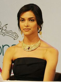 Deepika Padukone: Miss Mix-a-lot  When it comes to mixing Indian jewellery with a western gowns, less is always more. So, Deepika Padukone commits a match-much fashion faux pas. She should have just let the Kundan necklace speak for itself instead of teaming it with heavy Kundan earrings.
