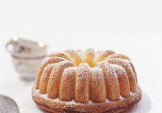 Tvarohová bábovka   Apetitonline.cz Doughnut, Desserts, Food, Tailgate Desserts, Deserts, Essen, Postres, Meals, Dessert