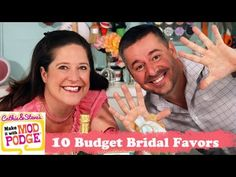 Are you a crafty individual looking to save some money on an upcoming wedding? Look no further than Cathie and Steve's tips for crafting 10 budget wedding favor crafts! Budget Wedding Favours, Wedding Favor Crafts, Best Wedding Favors, Wedding Gifts, Wedding Ideas, Wedding Planning, Country Wedding Centerpieces, Diy On A Budget, Trendy Wedding