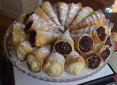 Receita super delicioso de canudinhos recheados com sabores de chocolate e baunilha