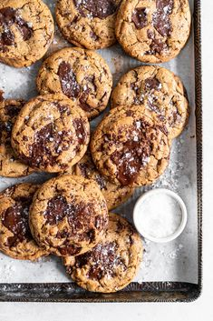 Discs of Dark Chocolate Peanut Butter are stuffed into the middle of a no chill chocolate chip cookie for the most perfect peanut butter stuffed cookie situation. Salted Chocolate Chip Cookies, Keto Chocolate Chips, Chocolate Chip Muffins, Chocolate Peanuts, Chocolate Peanut Butter, Perfect Chocolate Chip Cookies, Easy Appetizer Recipes, Vegan Recipes Easy, Savoury Recipes