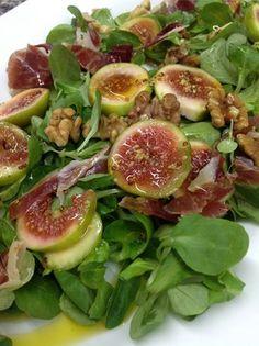 Fig and wallnut salad Summer Salad Recipes, Salad Recipes For Dinner, Easy Salad Recipes, Easy Salads, Healthy Salads, Raw Food Recipes, Veggie Recipes, Vegetarian Recipes, Cooking Recipes