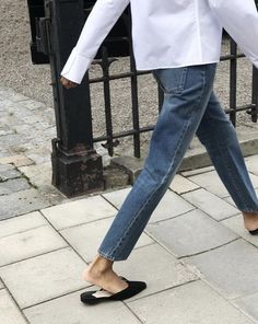 The Fall Outfit Formula We Can't Get Enough Of — White Shirt, Straight-Leg Jeans, Black Mule Flats Fall Outfits, Fashion Outfits, Fashion Tips, Fashion Trends, Style Fashion, Ootd Fashion, Catwalk Fashion, Petite Fashion, Grunge Fashion