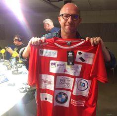 Ya están listas las camisetas para este viernes 8 de abril!! #PadThaiWok colabora en el partido benéfico a favor del Orfanato de #Malabo que ha organizado el exfutbolista #Benjamín #Zarandona. En las fotos, el exportero Santi #Cañizares y el equipo de #CarruselDeportivo con su director al frente #JesúsGallego. Además Benjamín, amigo de esta casa, ha estado en PadThaiWok #Madrid #Malasaña para enseñarnos la camiseta www.padthaiwok.com
