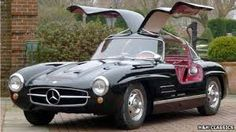 A 1955 Mercedes-Benz Gullwing has sold for a new house record at H Classic Car Auctions. Mercedes Benz 300, Traffic Light, Automotive Art, Red Interiors, Concept Cars, Concept Auto, Motor Car, Cool Cars, Classic Cars