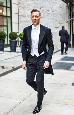"""""""Tom Hiddleston, MET GALA 2016. Is it any wonder she fell for him? Seriously…"""
