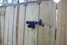 Building a Fence Gate: I provide a basic overview of building a wooden gate for a privacy fence. Building A Wooden Gate, Wooden Fence Gate, Diy Fence, Fence Ideas, Patio Ideas, Backyard Gates, Pool Fence, Driveway Gate, Backyard Landscaping