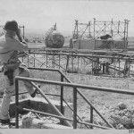 Un americano Ufficiale sondaggi danno inflitto a strutture petrolio a Livorno, Italia, dai bombardieri del Mediterraneo forze aeree alleate