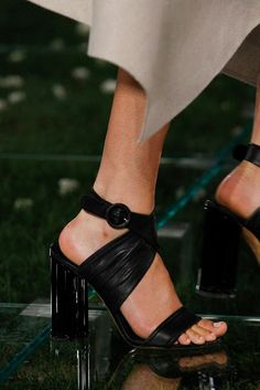 Salvatore Ferragamo Spring 2018 Ready-to-Wear Fashion Show Details Buy Shoes, Me Too Shoes, Salvatore Ferragamo, Fashion Shoes, Fashion Accessories, Women Accessories, Stylish Tops For Women, High End Shoes, Fashion Week 2018