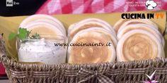 Detto Fatto | Tigelle e formaggio alle erbe ricetta Erica Liverani Dairy, Cheese, Tv, Food, Gastronomia, Television Set, Essen, Meals, Yemek