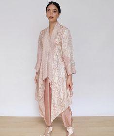 Pink outfit that I like Kebaya Lace, Kebaya Dress, Kebaya Hijab, Batik Kebaya, Blouse Batik, Batik Dress, Muslim Fashion, Hijab Fashion, Kpop Fashion Outfits