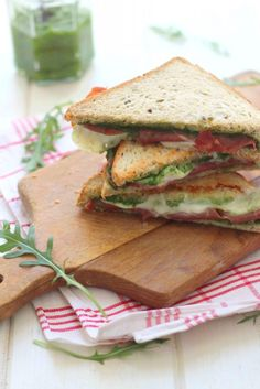 Croque-monsieur baked in the oven with Parma ham, mozzarella and arugula pesto