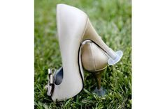 Ideal para esos casamientos o fiestas en estancias donde siempre sufrimos con los tacos que se entierran, nos hacen tropezar y terminan arruinando los zapatos. Muy prácticos. Foto:thefancy.com