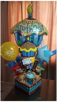 New Birthday Gifts Sorprise Box Ideas Birthday Box, Mom Birthday Gift, Birthday Parties, 21st Decorations, Balloon Decorations, Birthday Presents For Him, Balloon Gift, Chocolate Bouquet, Candy Bouquet