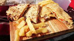 Mbeyú de lomito y mandioca frita