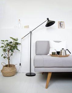 Unsere Ogilvy Stehlampe bringen den Stil von Arbeitsleuchten in die Zuhause unserer Kunden. | Made Unboxed