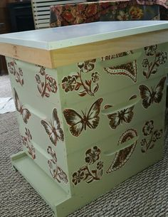 Obviously the whole reason to set up, maintain, and stock a beehive is to harvest honey. You will know that it is time to harvest the honey when you look i Bee Hives Boxes, Bee Boxes, Honey Bee Hives, Honey Bees, Beekeeping For Beginners, Raising Bees, Buzz Bee, I Love Bees, Bee Art