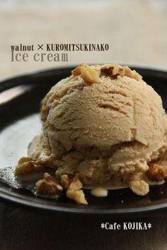 楽天が運営する楽天レシピ。ユーザーさんが投稿した「くるみ&黒蜜きなこのアイスクリーム」のレシピページです。美味しくて、体にも優しい、手作りアイスはいかがですか^^?作り方はとってもカンタンなんです!!。アイスクリーム。牛乳,生クリーム,砂糖,くるみ,黒蜜,きなこ Japanese Cake, Japanese Sweets, Ice Cream Desserts, Frozen Desserts, A Food, Food And Drink, Sorbet Ice Cream, Homemade Sweets, Sweets Cake