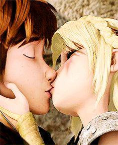 Hiccstrid kiss. YAY!!!!