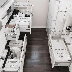 家事がはかどる家に隠された12の工夫♡ Kitchen Interior, Room Interior, Modern Interior, Kitchen Organization, Kitchen Storage, Muji Storage, Muji Home, Neat And Tidy, Japanese House