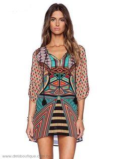 vestido curto estampado étnico