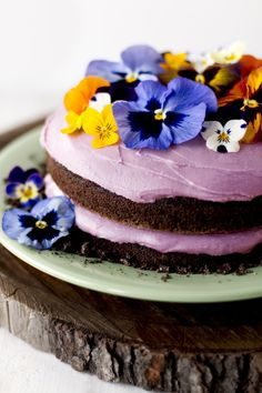 Lavender iced chocolate pansy cake: http://www.stylemepretty.com/living/2014/05/19/chocolate-pansy-cake/ | Photography: Rikki Snyder - http://rikkisnyder.com/