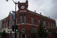 Another shot of my home town...the corner of Summit & Washington Ave.