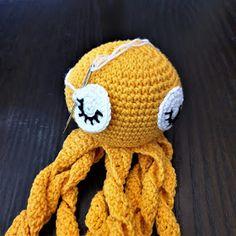 Maria A: Ohje: Virkattu mustekala Octopus Crochet Pattern, Crochet Patterns, Baby Staff, Crochet Hats, Embroidery, Knitting, Pom Poms, Crocheting, Molde