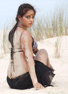 Actresses Photos: Tamil Actress Neetu Chandra in Half Black Saree Pictures